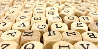 betekenis van asap uitgebeeld met dobbelstenen met letters