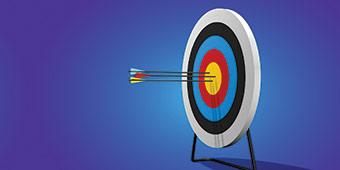 de betekenis van pragmatisch uitgebeeld door meerkleurige roos/schietdoel met 3 pijlen in het midden